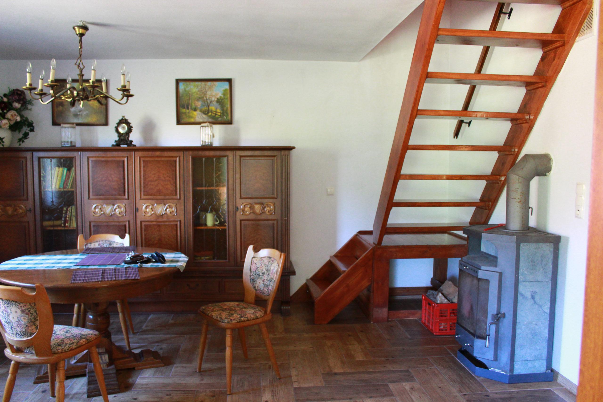 wnętrze ze schodami