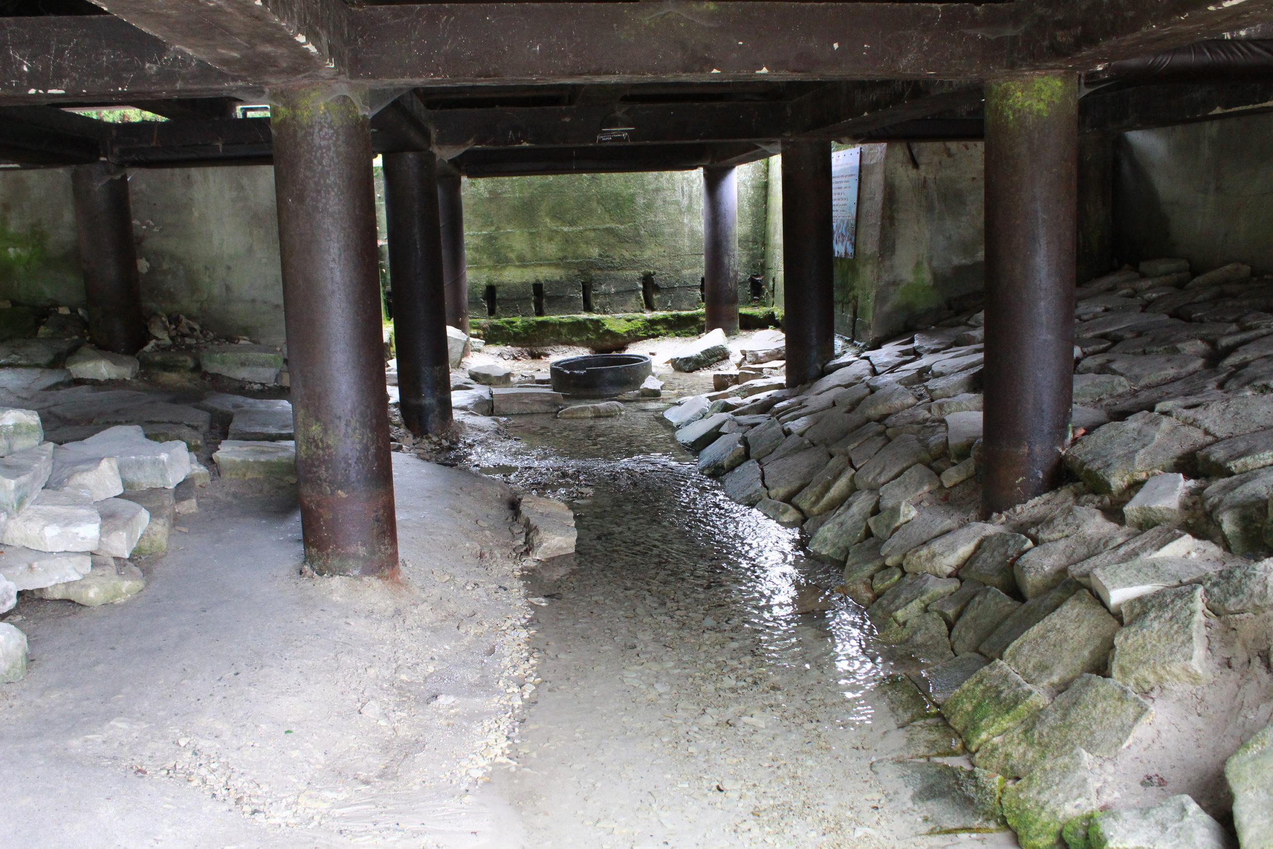 Rzeczka pod mostem