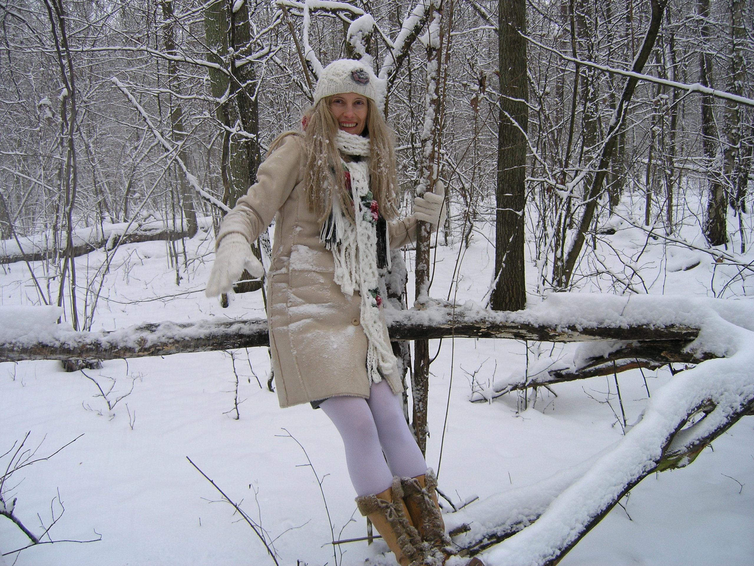 Viola na drzewie w zimie