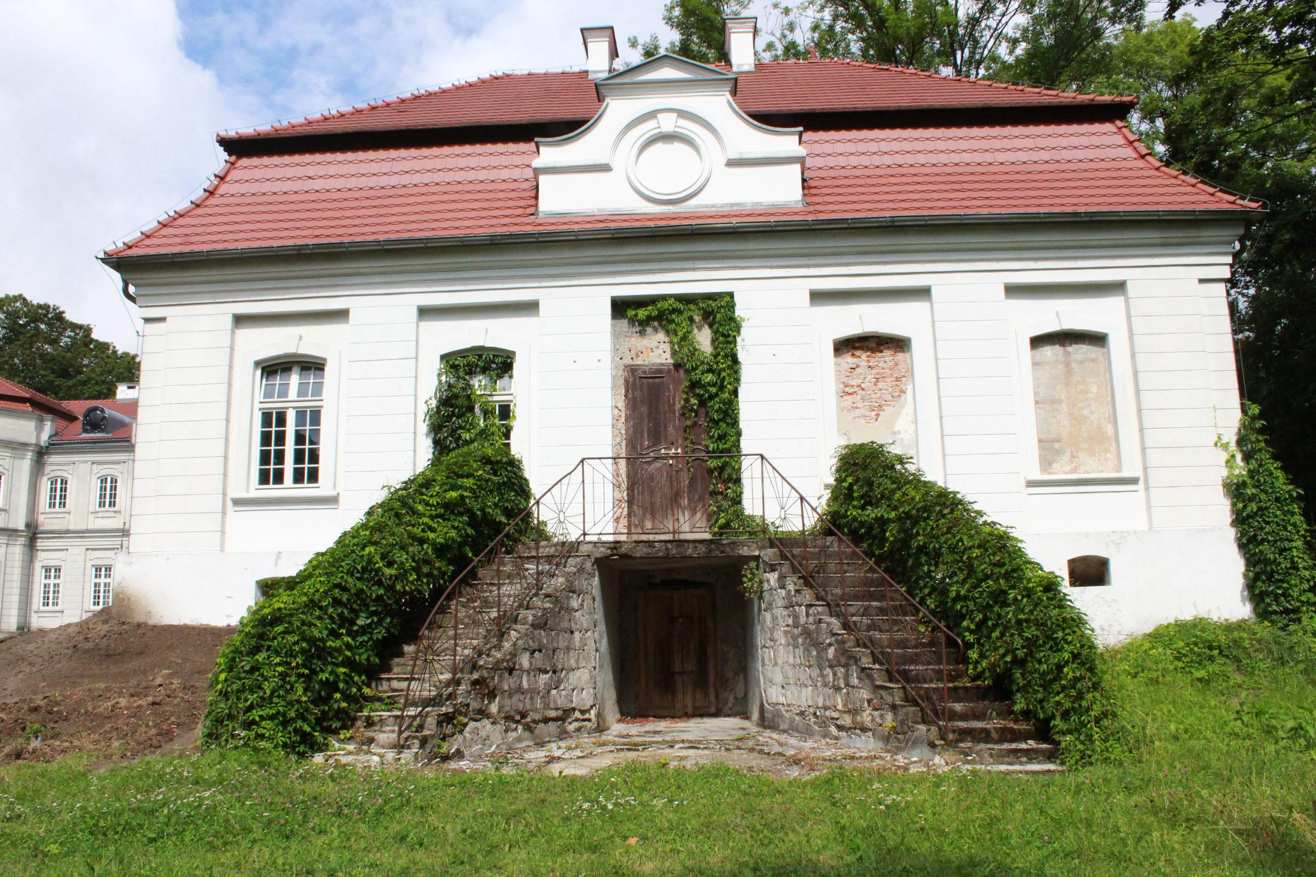 Renesansowy biały budynek