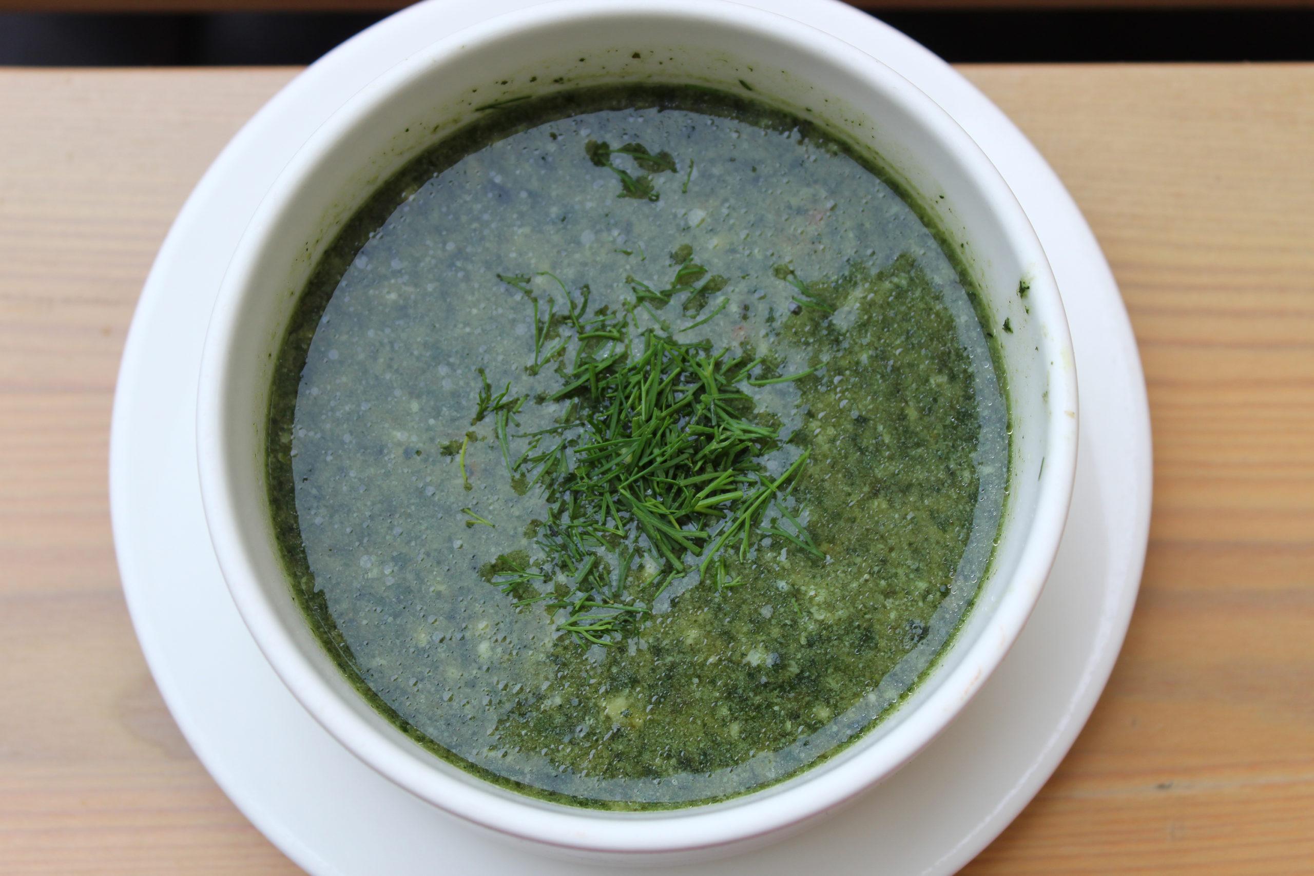 Talerz z zielona zupa
