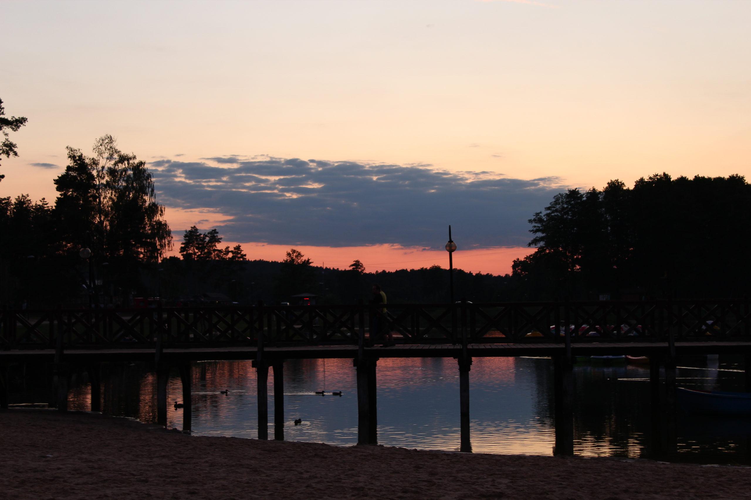 Zachód słońca i woda