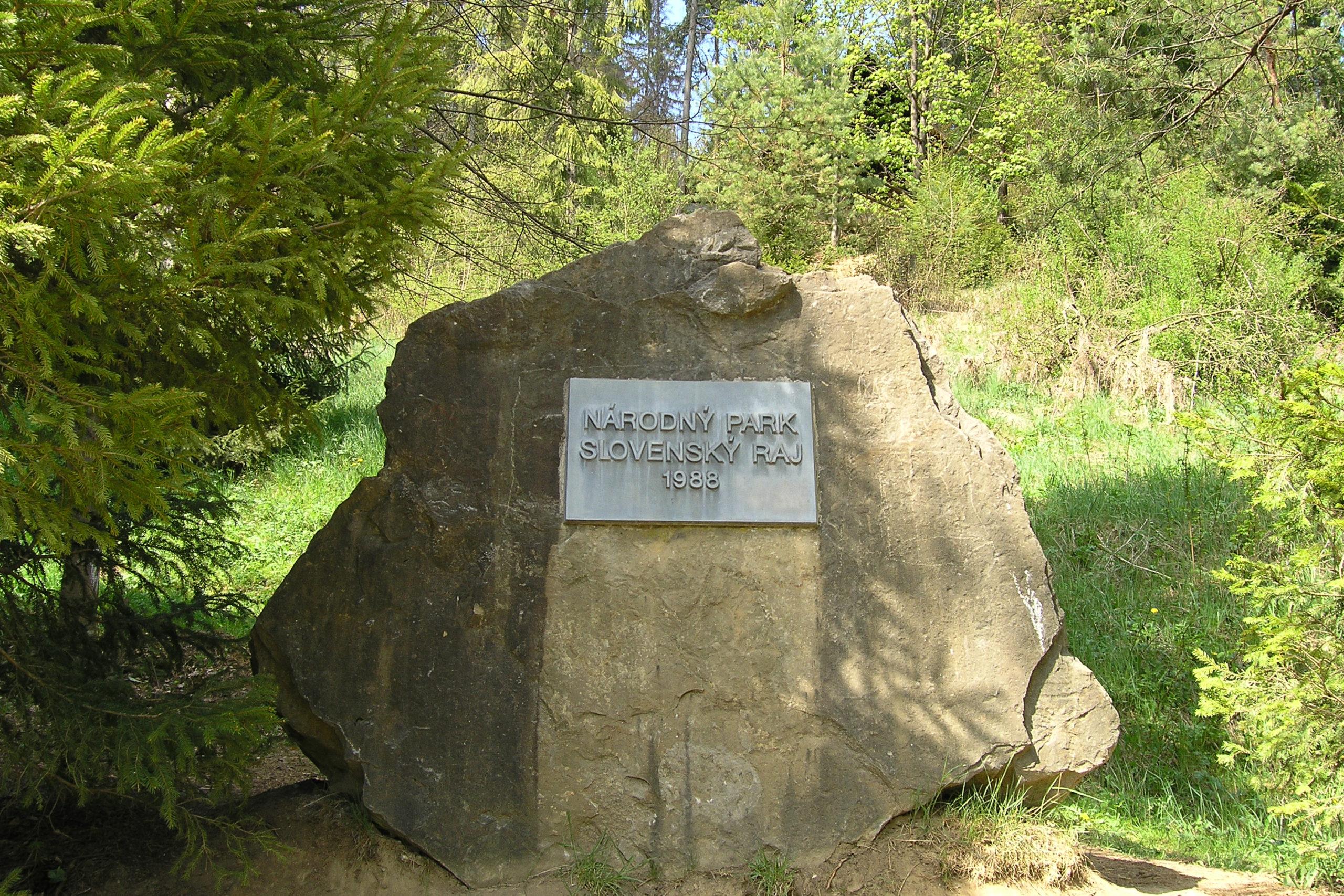 Kamień z tabliczka