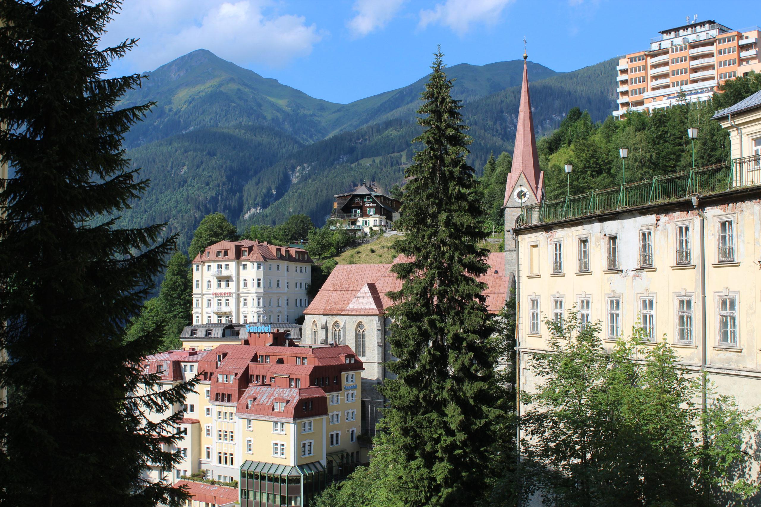 Panorama na miasto i góry