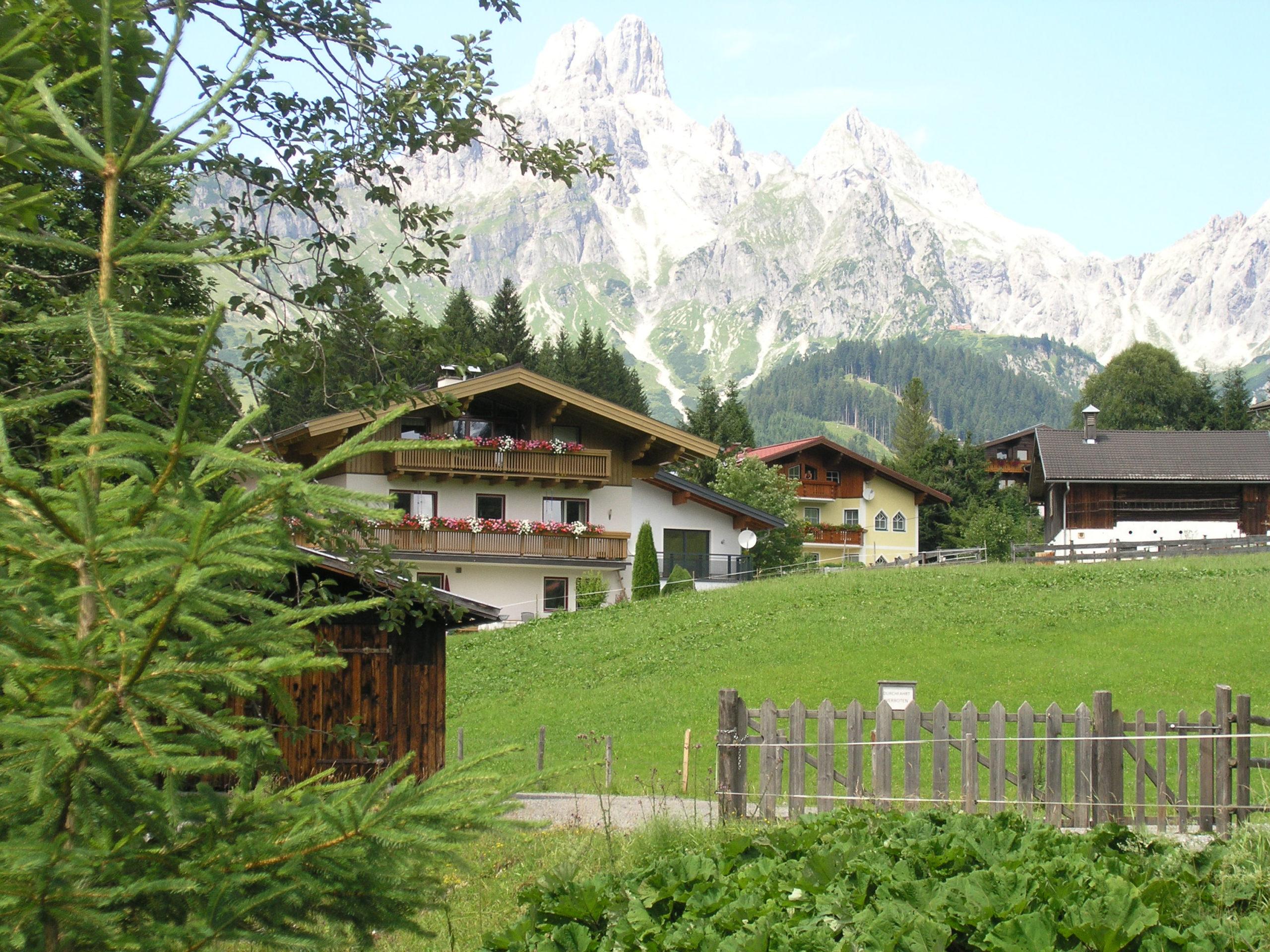Panorama na góry i budynki