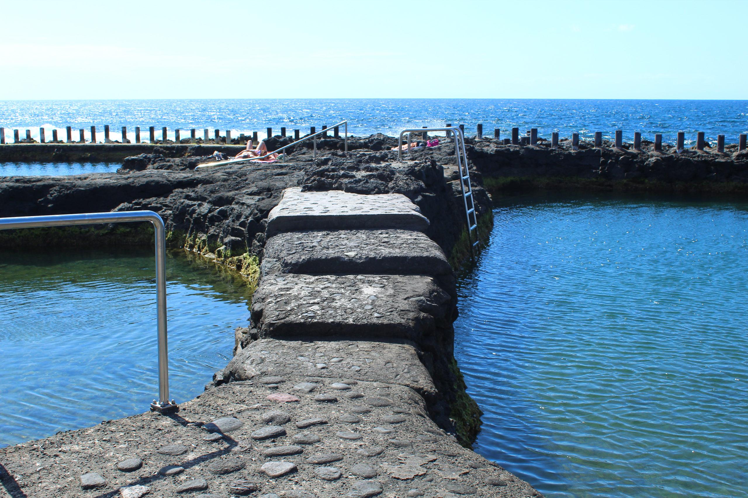 Kamienne przejście na brzeg