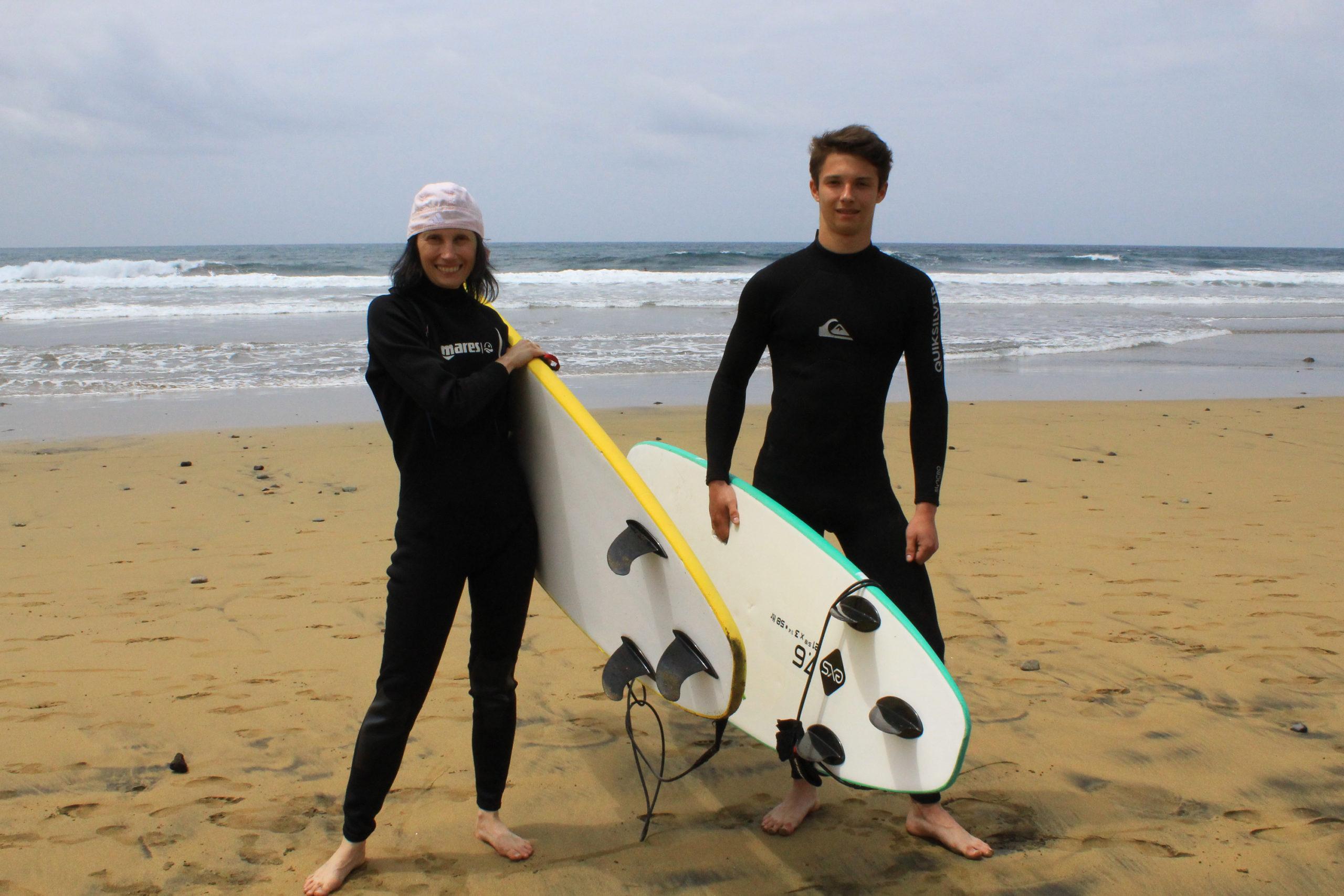 Z deskami surfingowymi