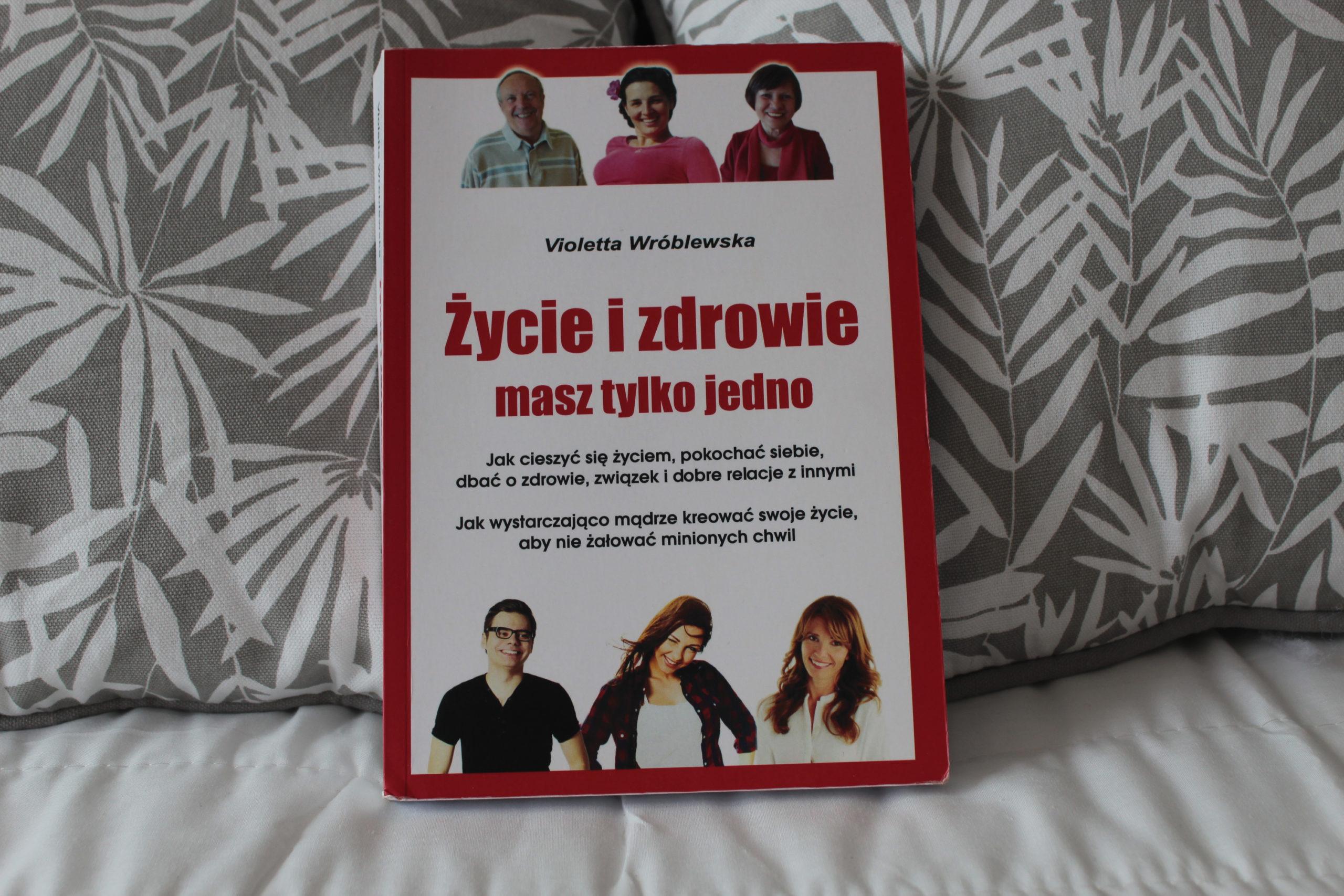 Książkę na poduszkach