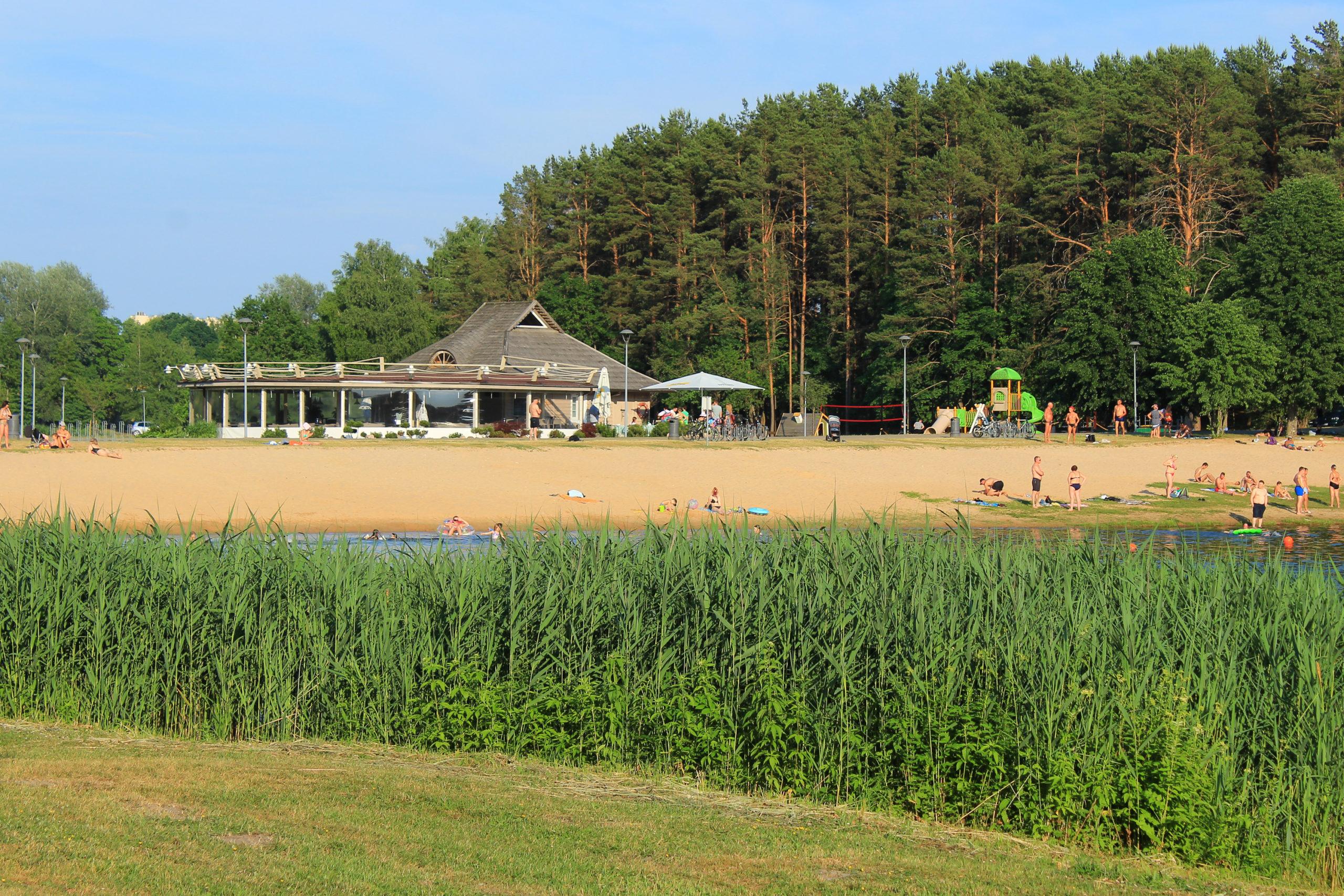 Plaża i budynek