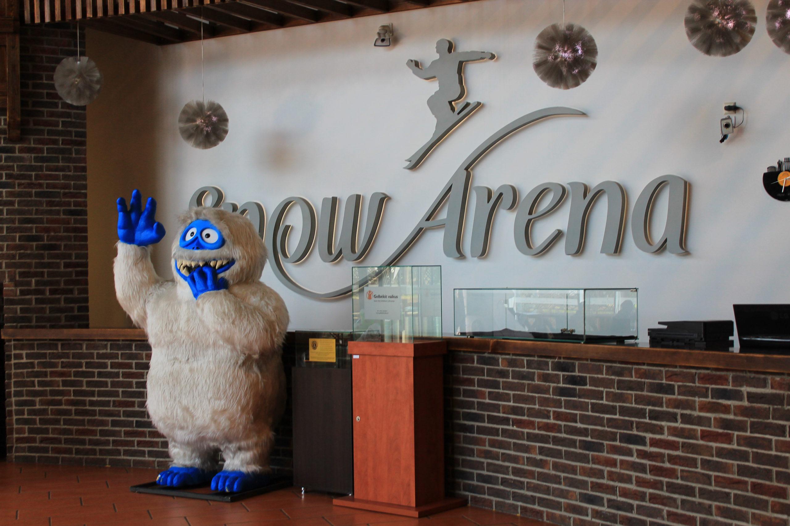 Snow arena i włochate yeti