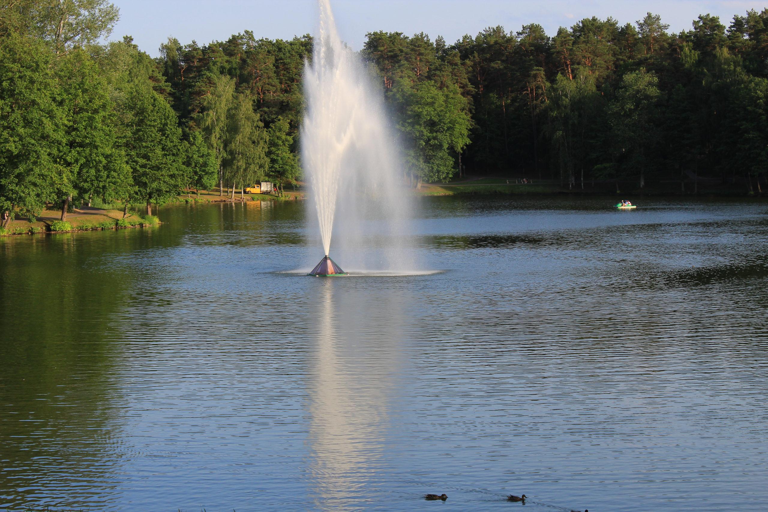 Fontanna w zbiorniku wodnym