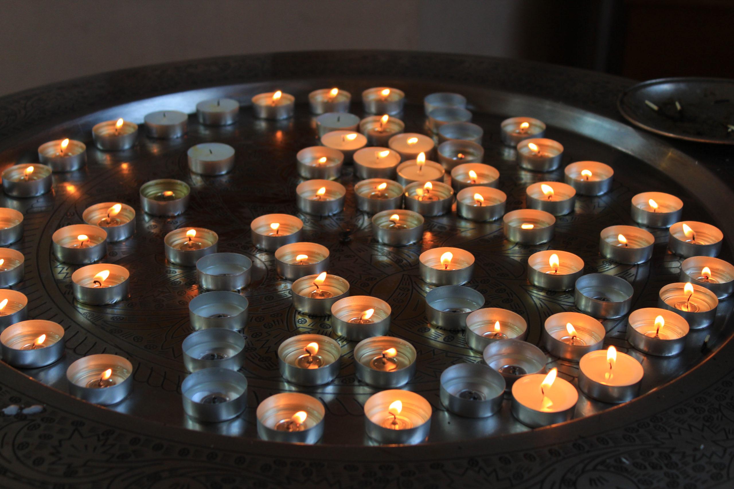 Zapalone świeczki