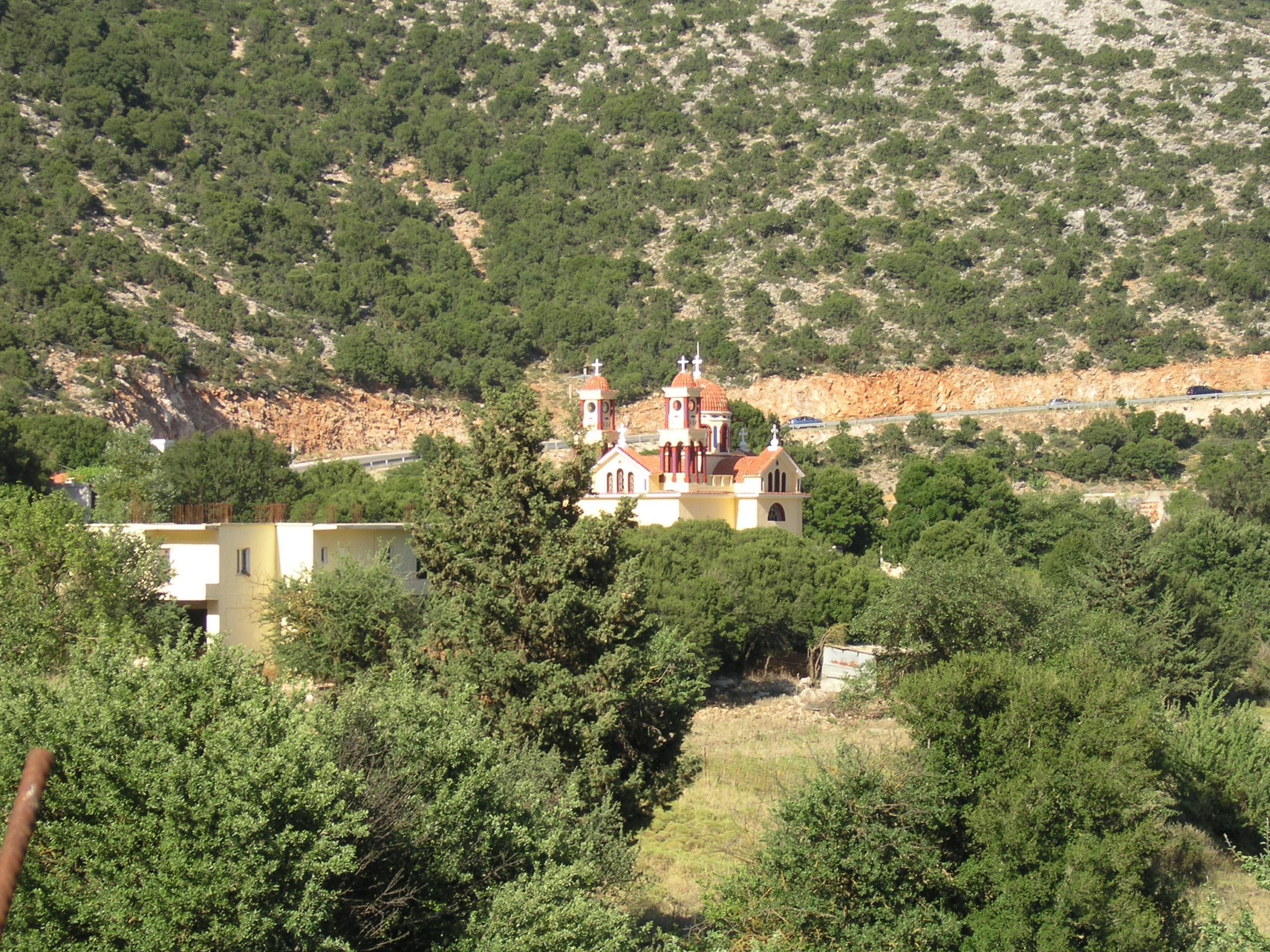 Kościół wśród zieleni