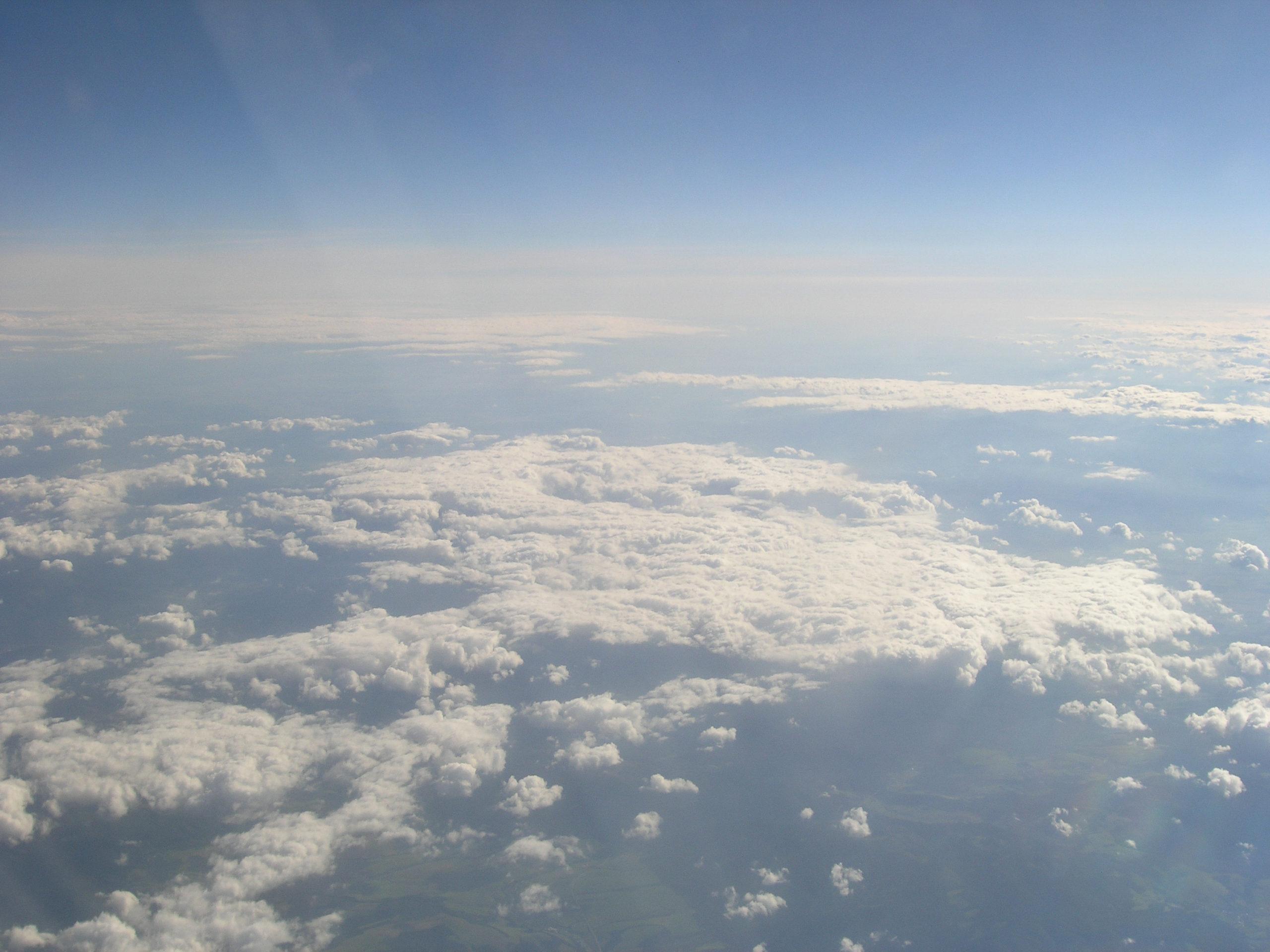 Widok na chmury z samolotu