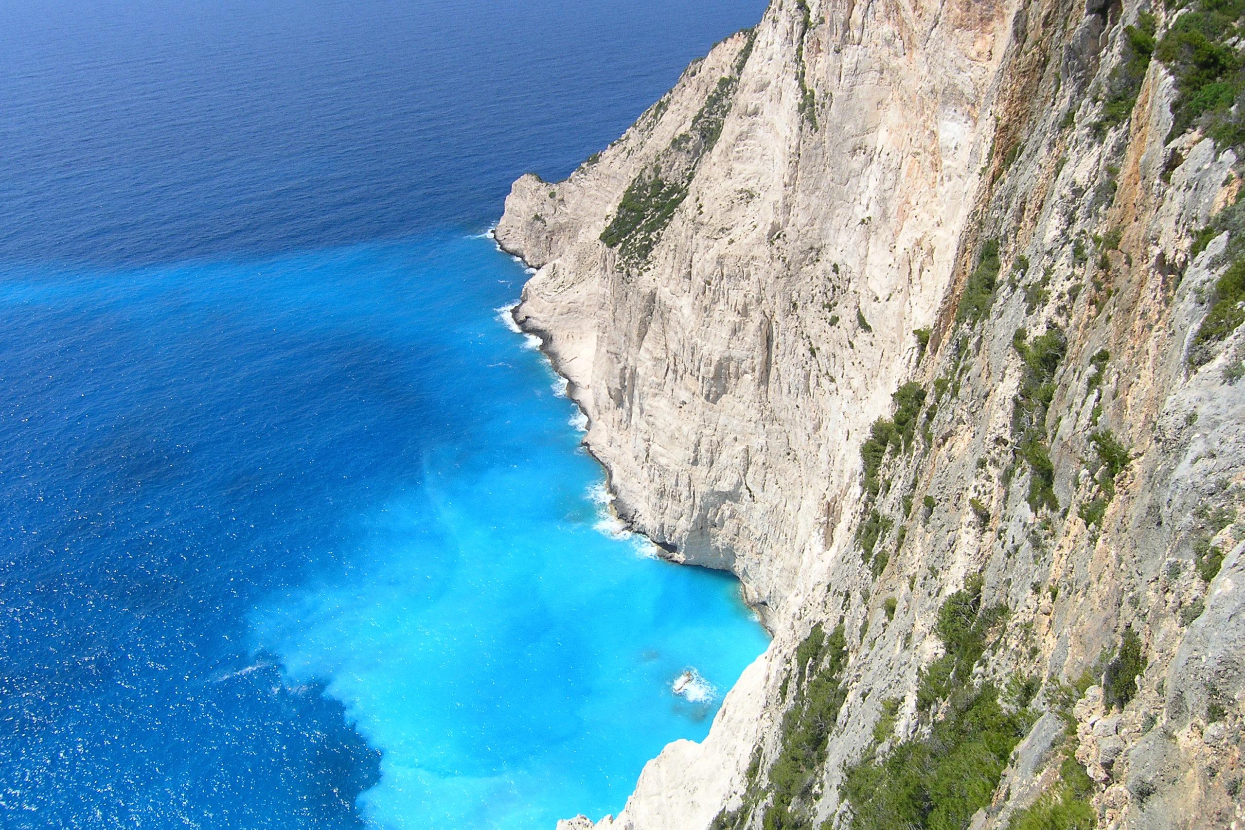 Widok na Klif i błękitną wodę