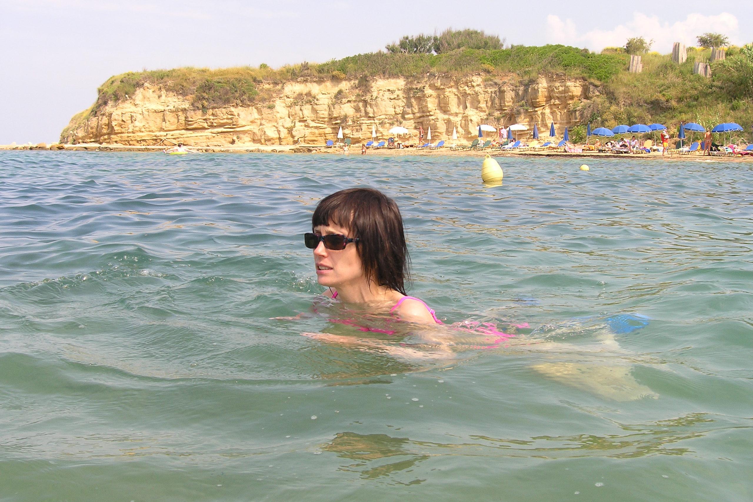 Viola pływa