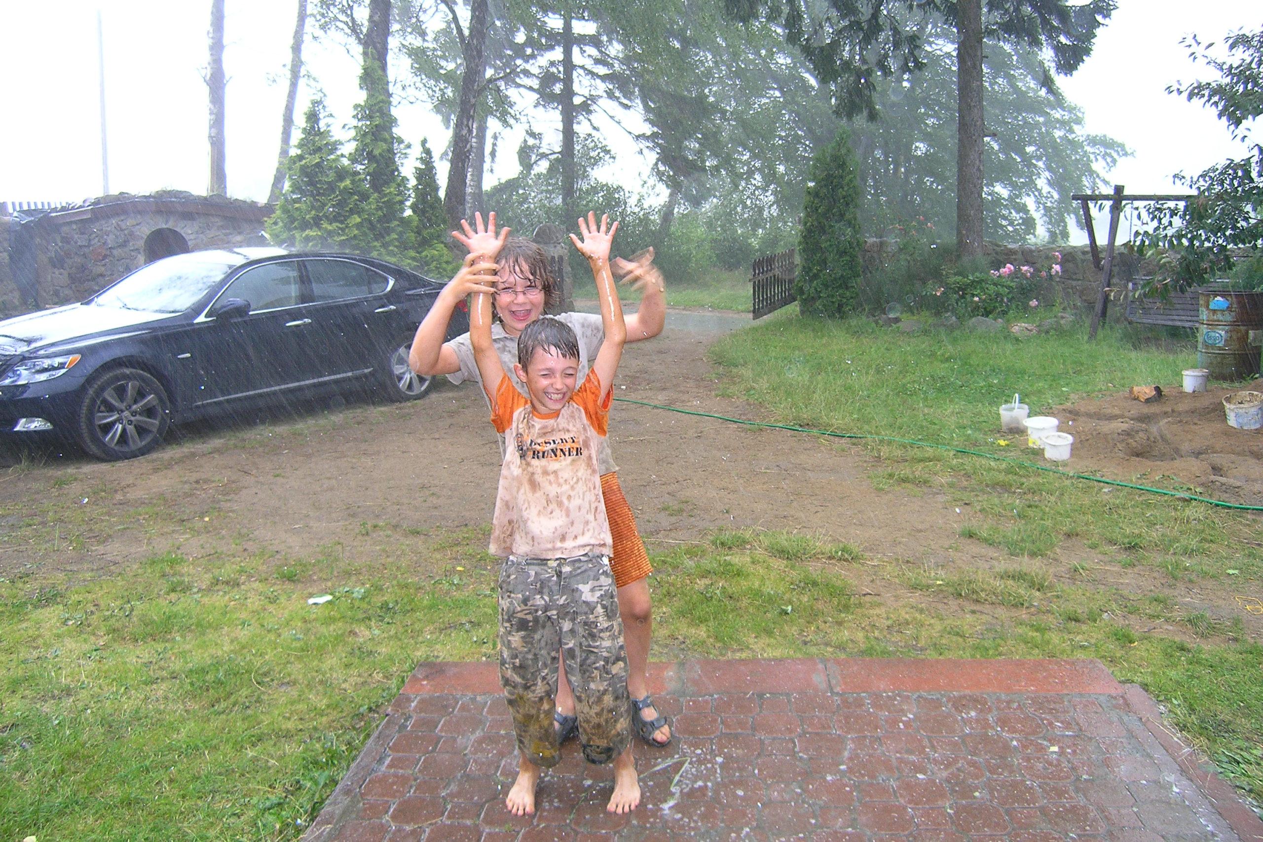 kożyczkowo zabawa w deszczu