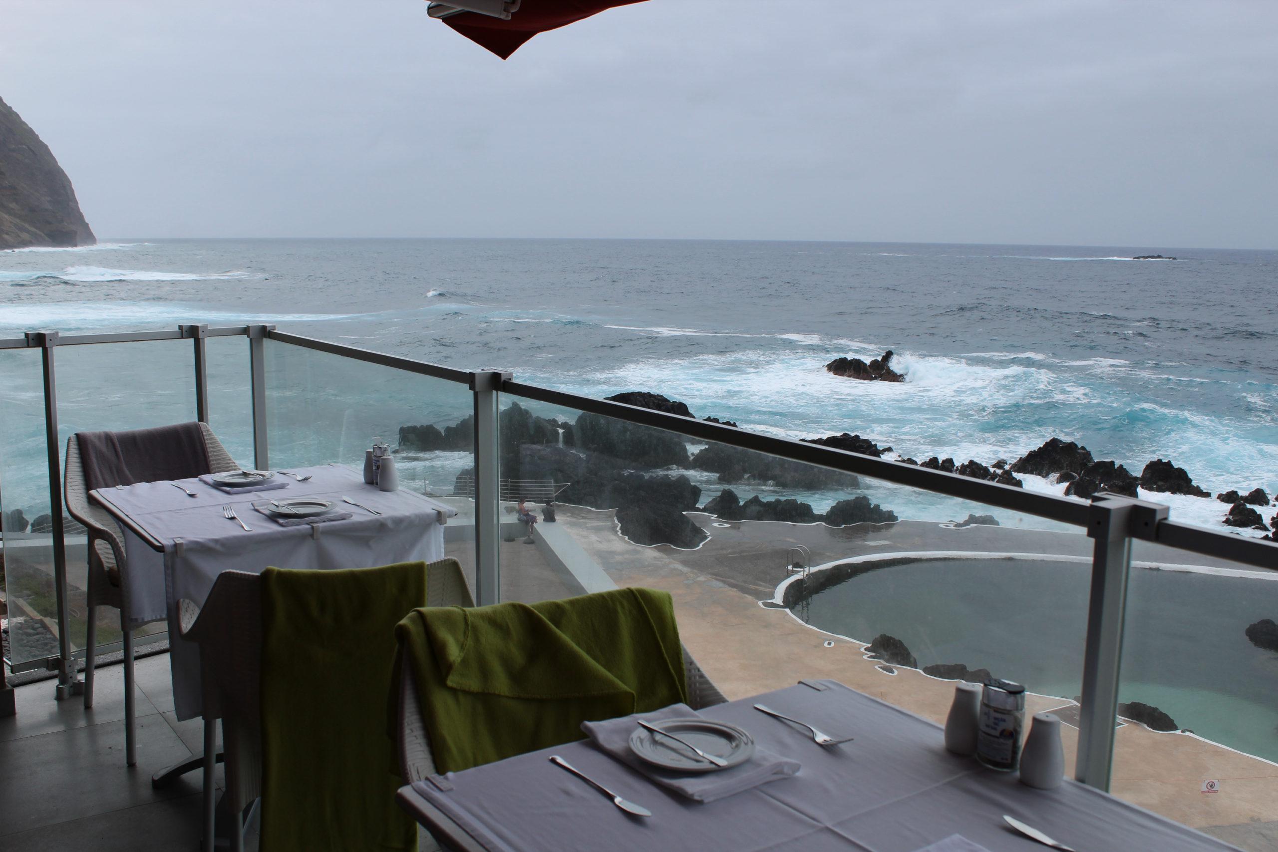 madera widok z restauracji przy oceanie