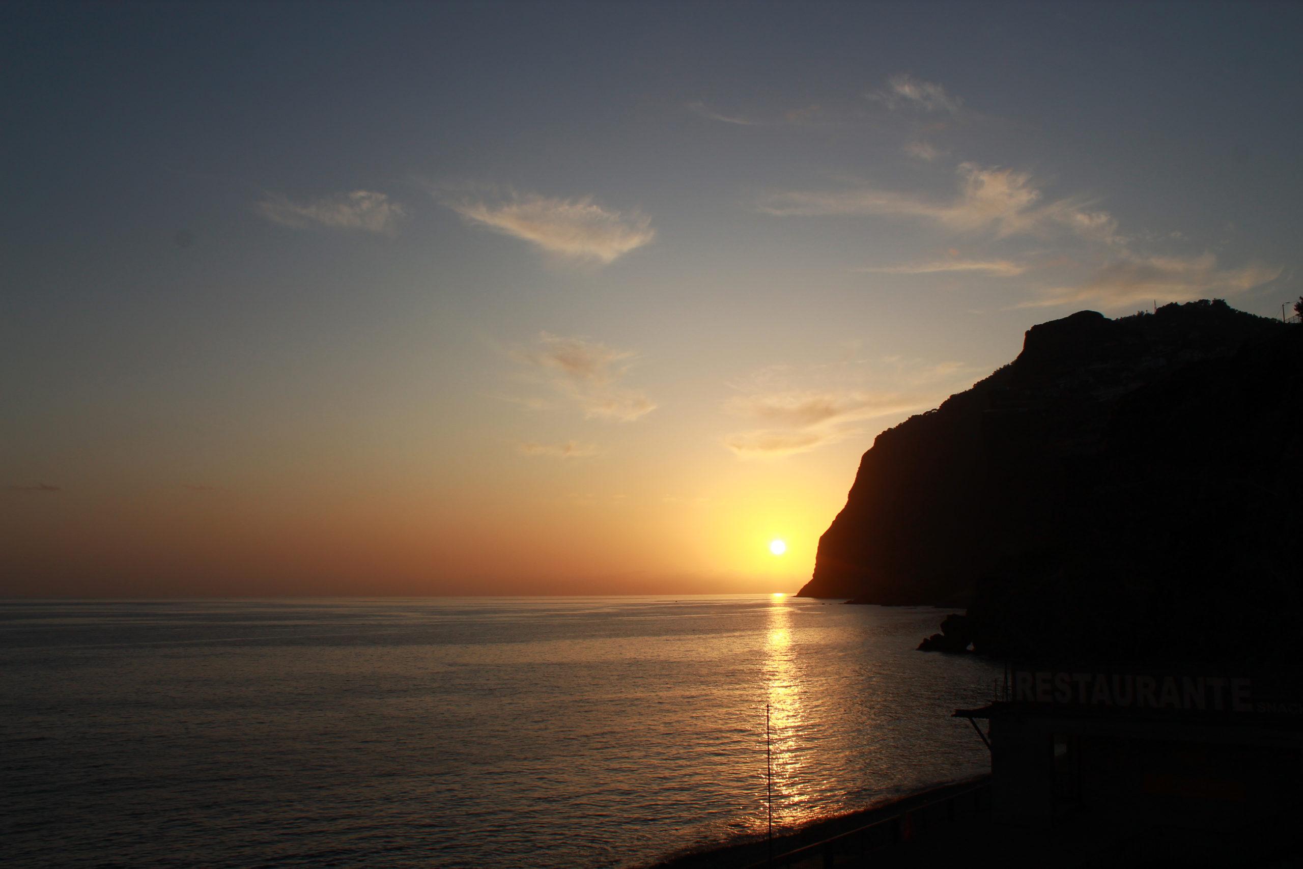 madera widok na ocean i zachodzące słońca