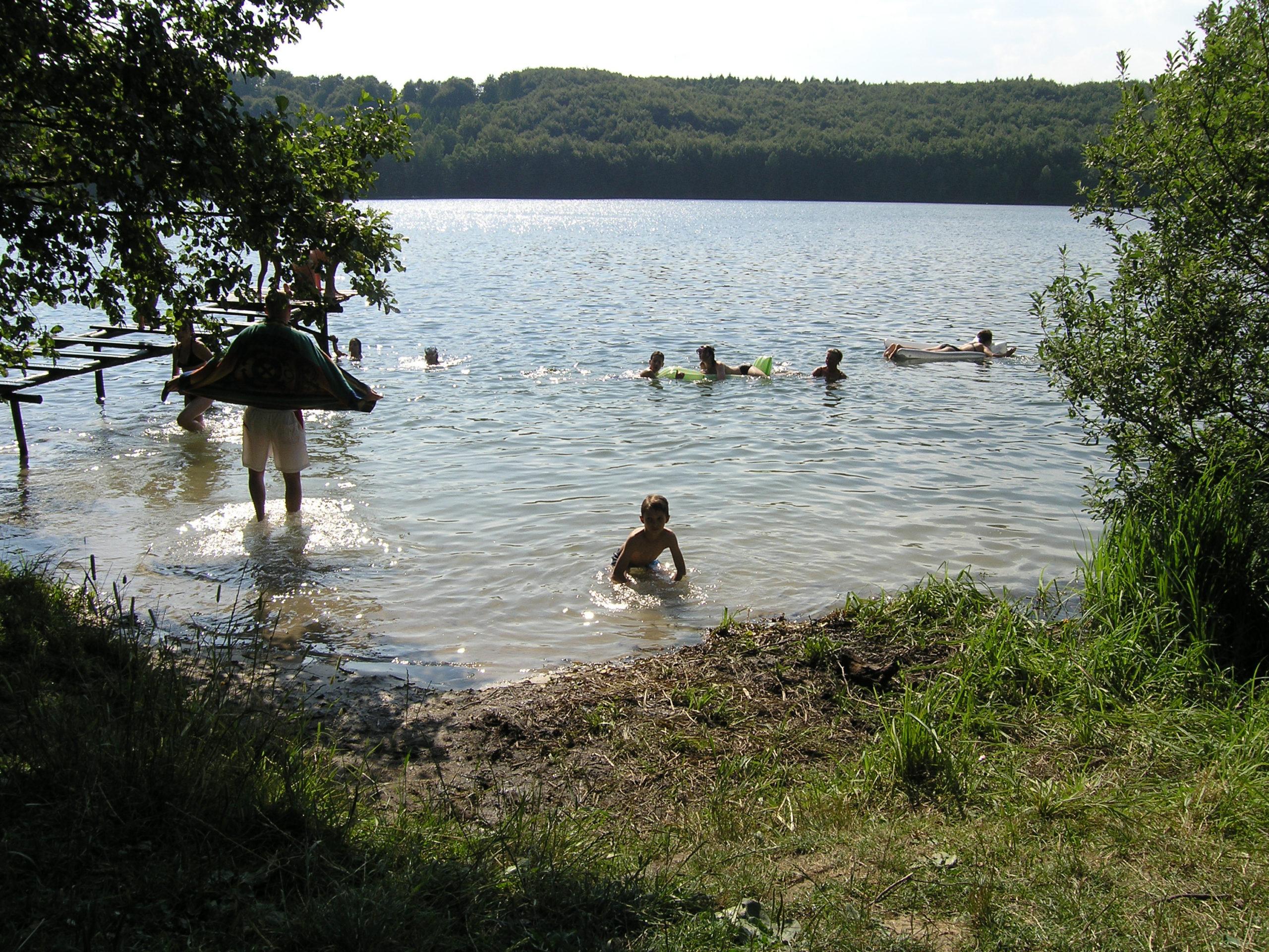 kożyczkowo kąpiel w jeziorze