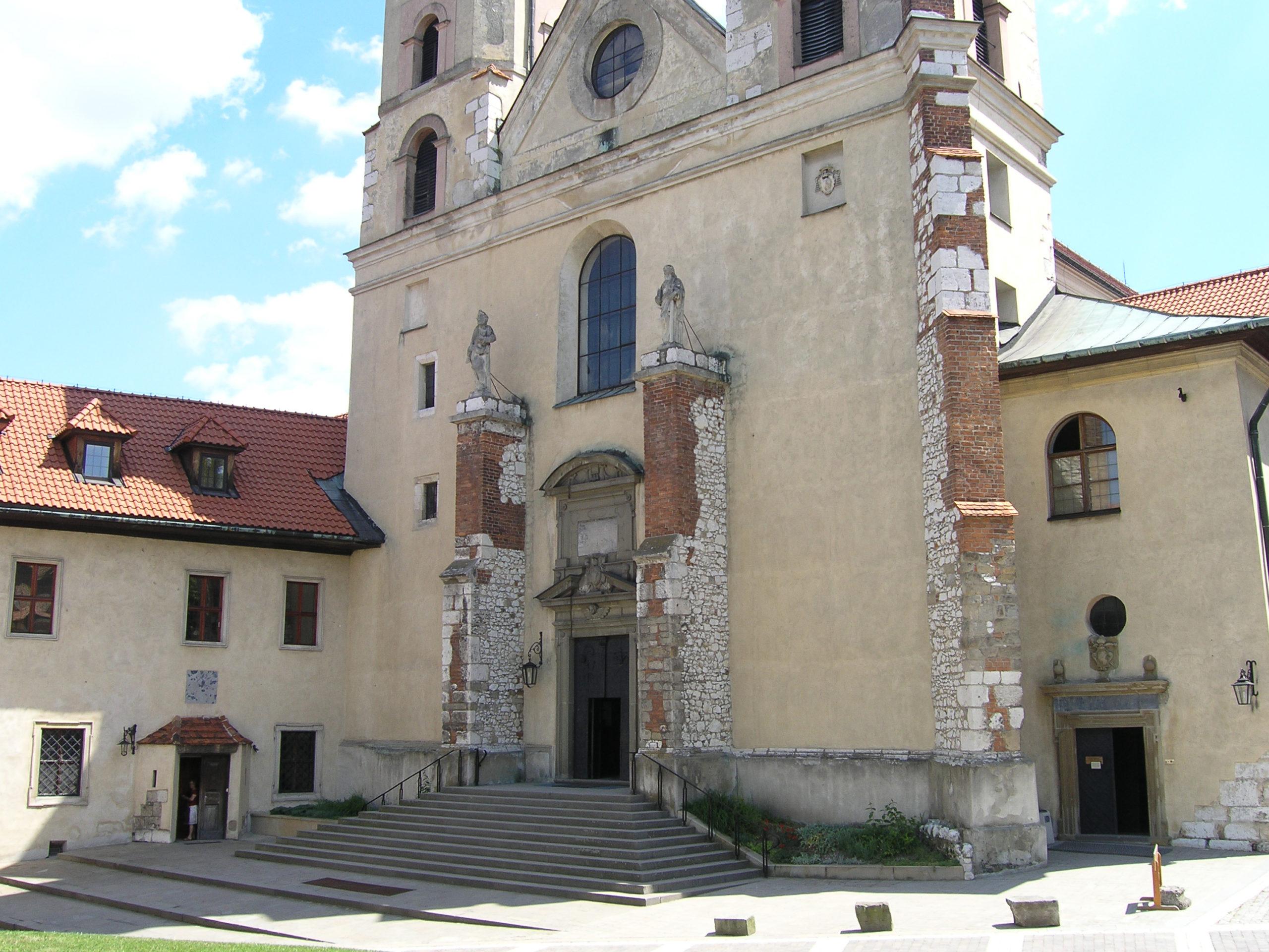 tyniec widok na kościół