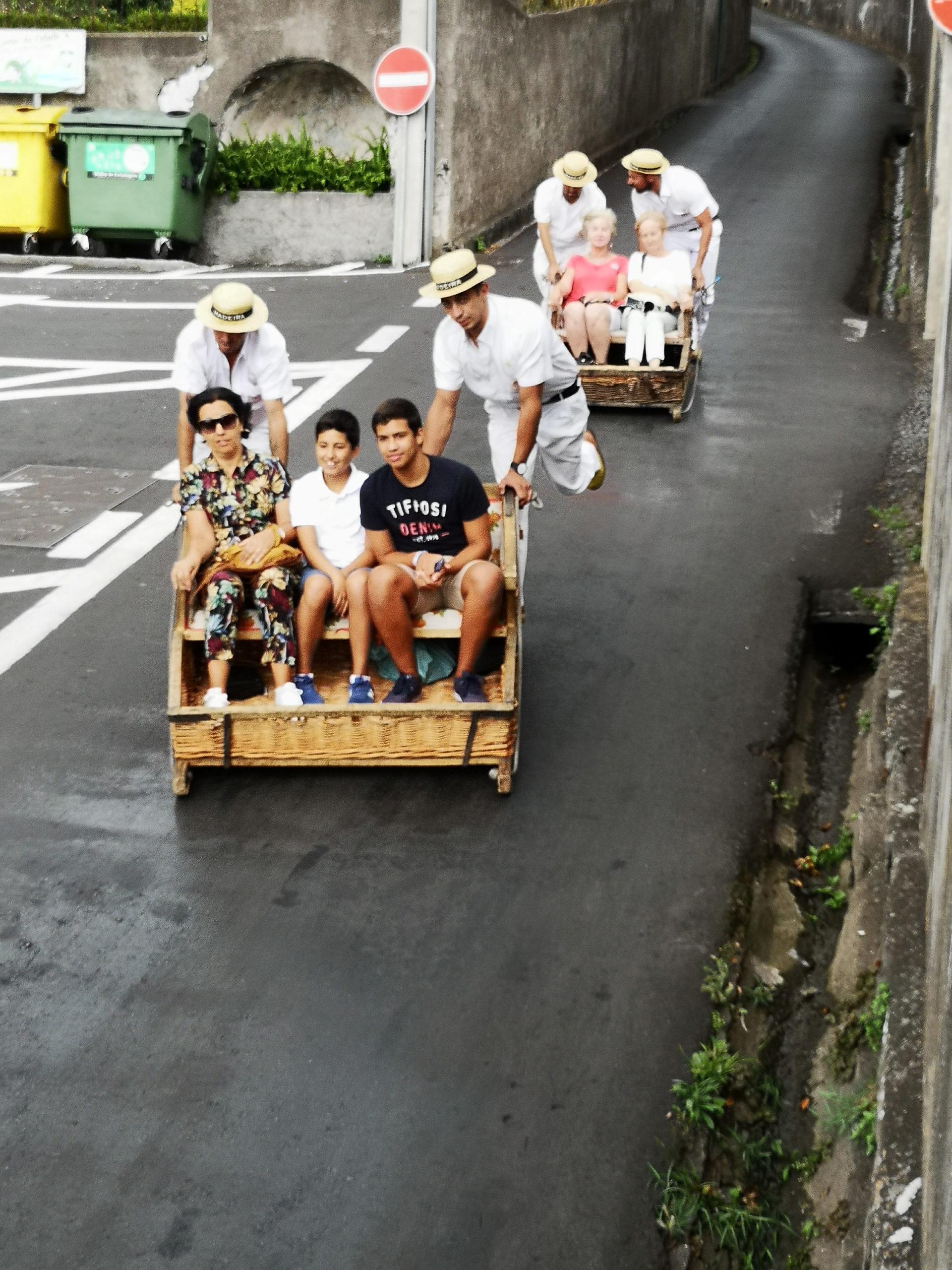 madera transport wózkami