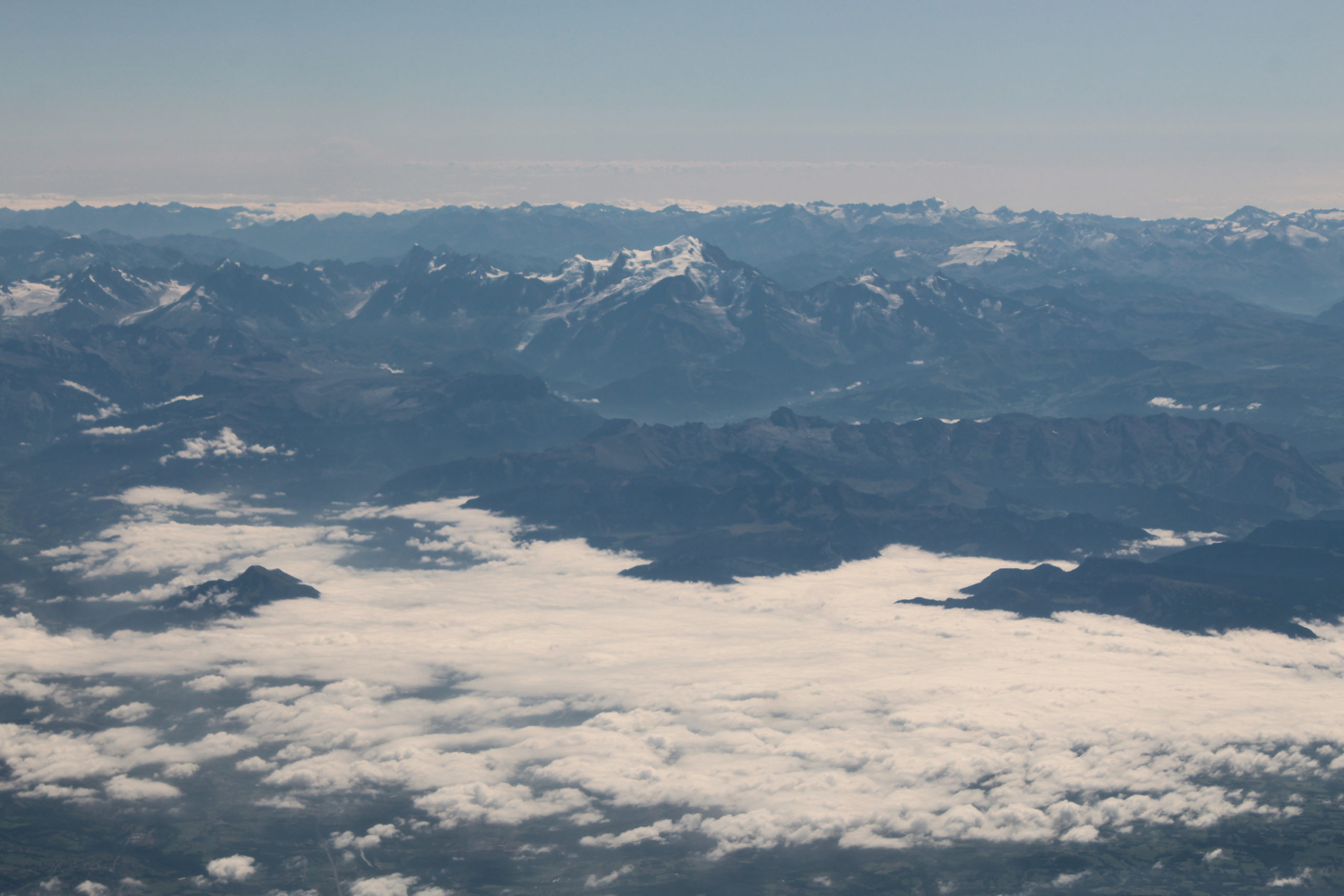 podróż do madery góry z okna samolotu