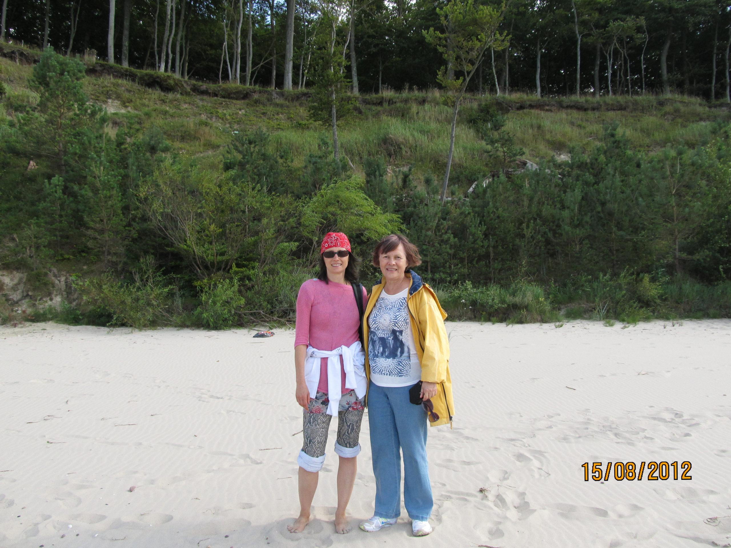Łeba na plazy z rodziną