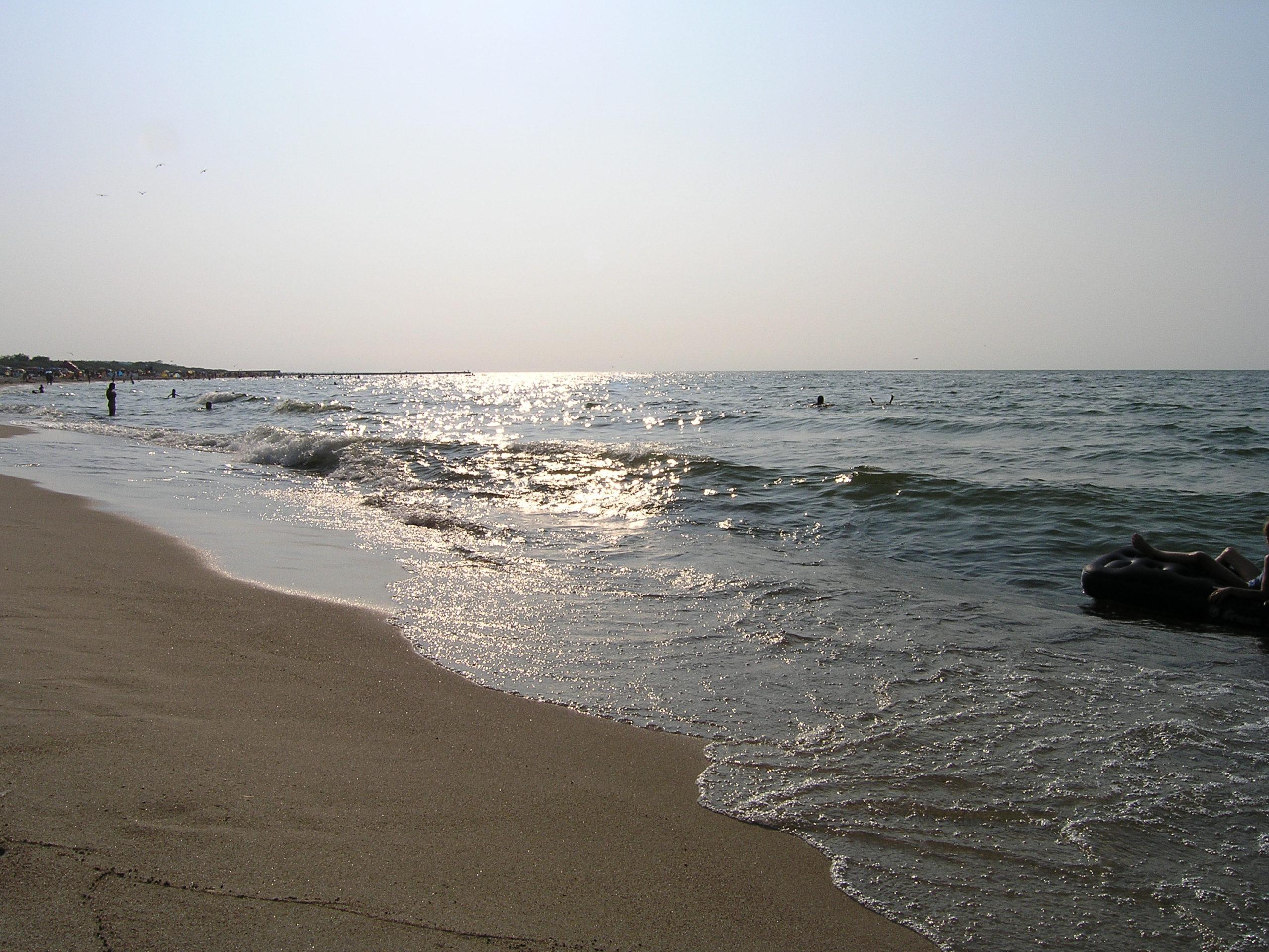 Łeba widok na plażę i morze