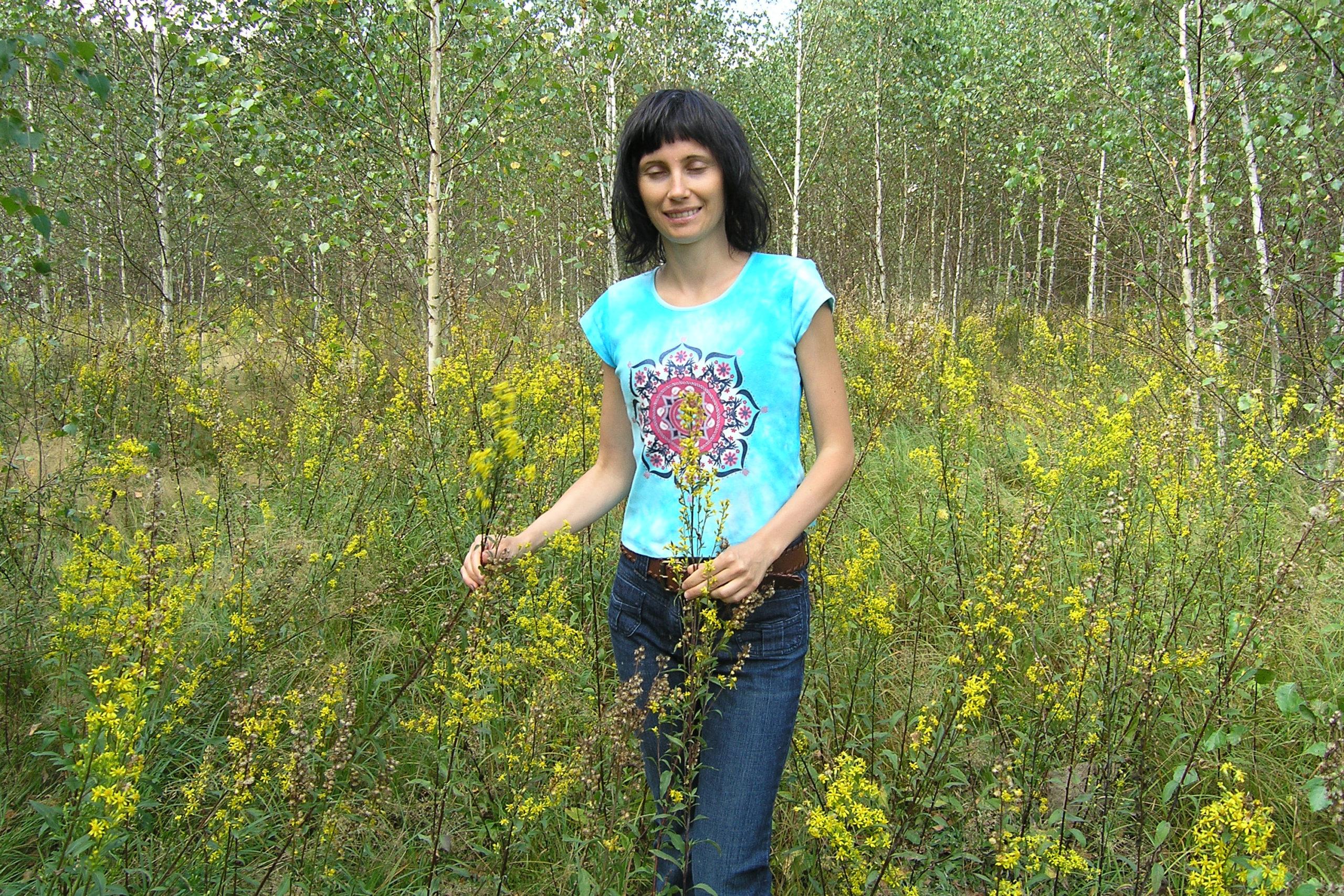 violetta wróblewska wśród dzikich roślin