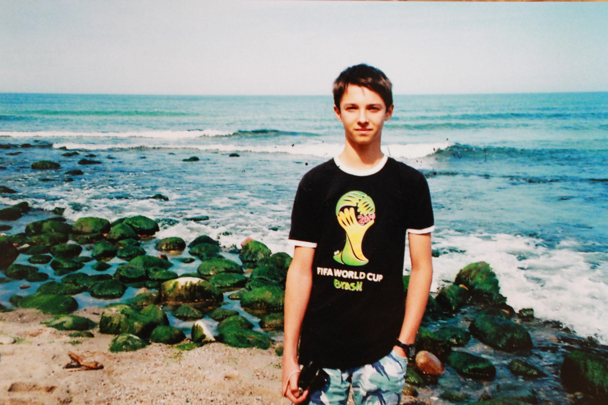zdjęcie analogowe syn nad morzem