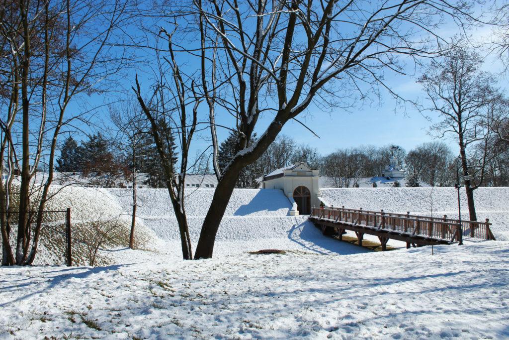 biała podlaska widok na kładkę w parku