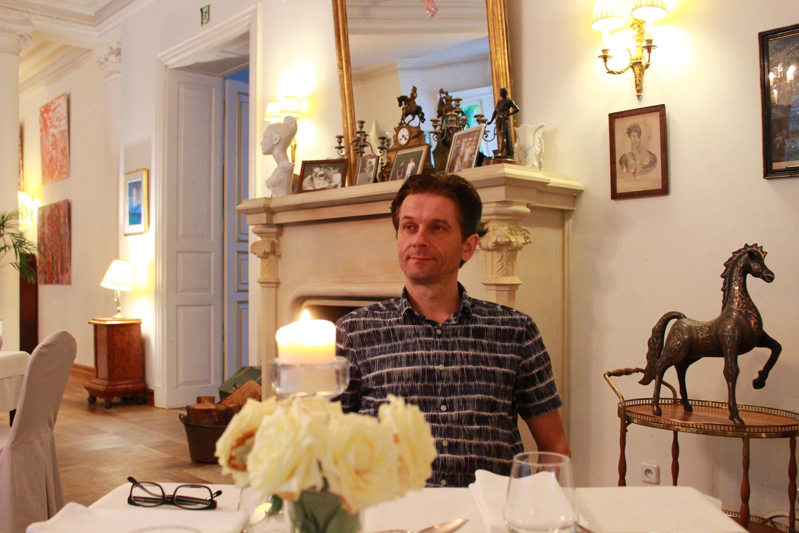 Mąż w restauracji