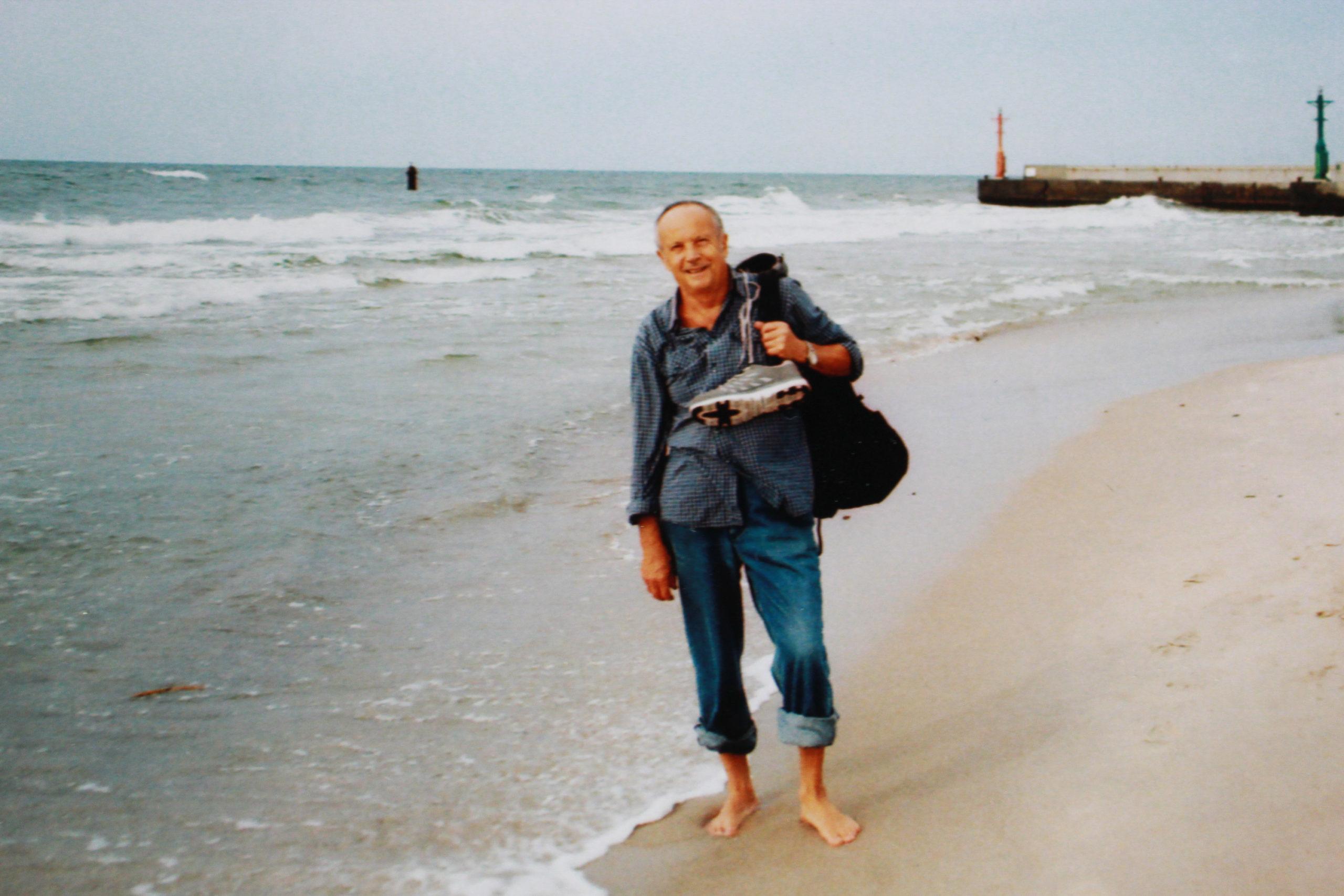 Tata na brzegu morza