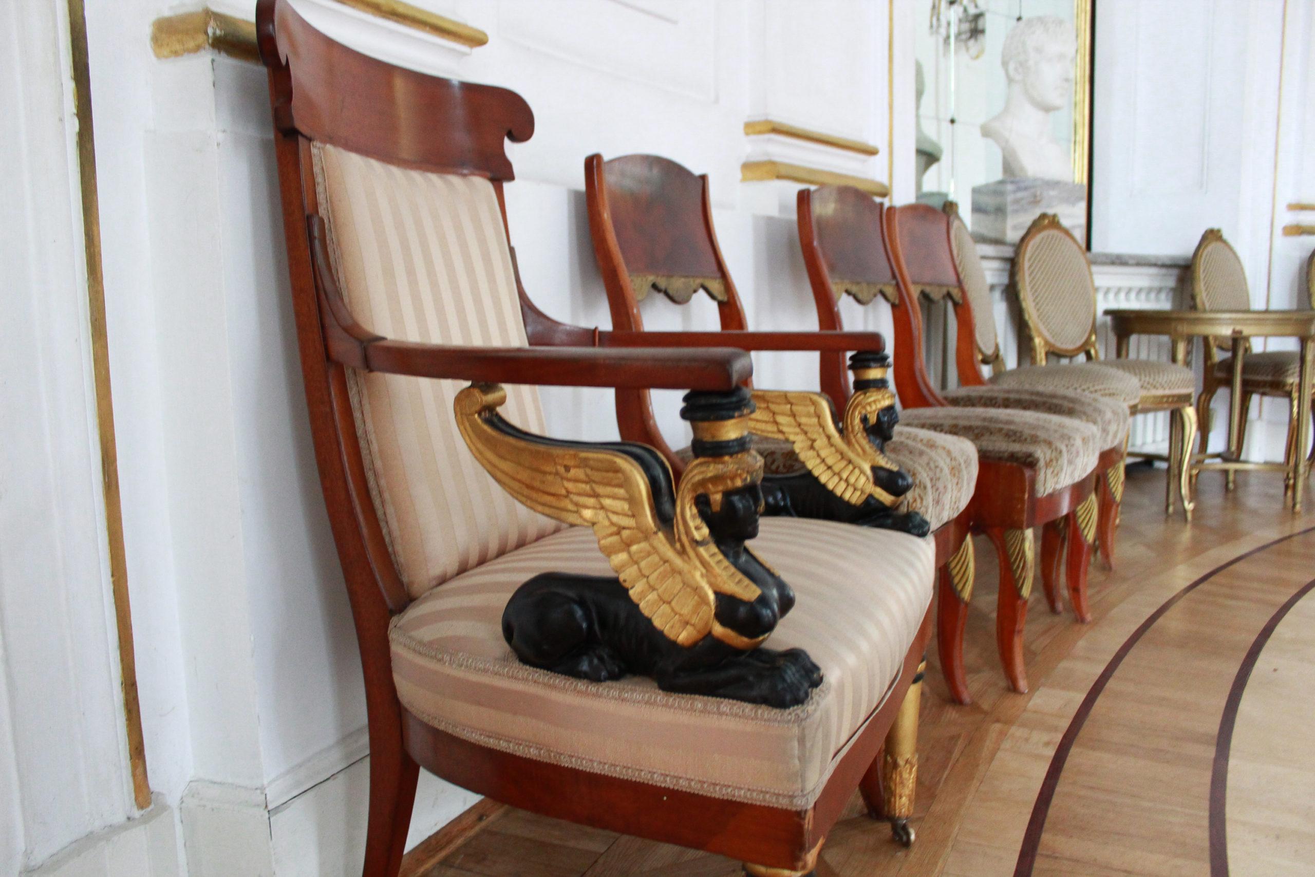 krzesło z podłokietnikami ze sfinksami