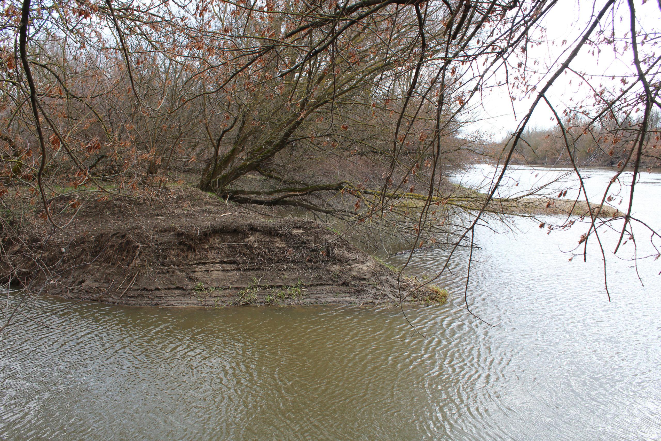skarpa nad wodą
